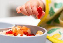 Những lưu ý quan trọng khi cho trẻ dưới 1 tuổi ăn hoa quả