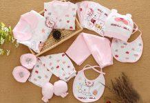 Set đồ sơ sinh vải cotton mềm mại cho bé gái.
